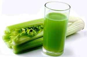 Сок сельдерея - это очень известный диетический продукт