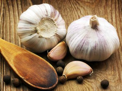 Чем полезен чеснок: полезные свойства чеснока для мужчин, вред овоща и рецепты полезных для мужчин настоек